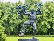 Skulptur i Vigeland parkerar Oslo norway Royaltyfri Bild