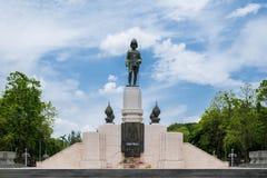 Skulptur im Haupttor in Lumpini-Park, Bangkok, Thailand lizenzfreie stockfotografie