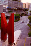 Skulptur in im Stadtzentrum gelegenem Miami lizenzfreies stockfoto