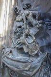 Skulptur Le Baiser (den Kuss bedeutend) durch Auguste Rodin in Paris Lizenzfreies Stockfoto
