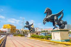 Skulptur Los Pegasos in den schönen Straßen von Stockfotografie