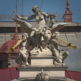 Skulptur - Mahen-Theater Brno, Tschechische Republik lizenzfreies stockfoto