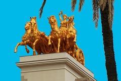 Skulptur mit einem goldenen Kampfwagendetail Stockfoto