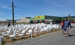 Skulptur mit 185 leere weiße Stühlen in Christchurch Neuseeland Lizenzfreies Stockbild