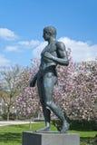 Skulptur nära akademisk konstmusem i Bonn Arkivfoto