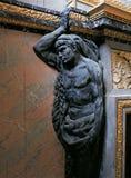 Skulptur och prydnader på den Versailles slotten Fotografering för Bildbyråer
