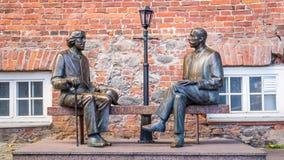 Skulptur Oscar Wilde och Eduard Vilde royaltyfria foton