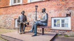 Skulptur Oscar Wilde och Eduard Vilde arkivbilder