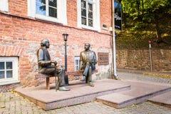 Skulptur Oscar Wilde och Eduard Vilde royaltyfri fotografi