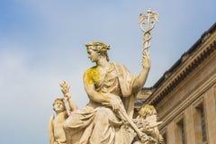 Skulptur på den Versailles slotten i Paris, Frankrike Royaltyfria Bilder