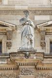 Skulptur på Louvremuseet, Paris, Frankrike fotografering för bildbyråer