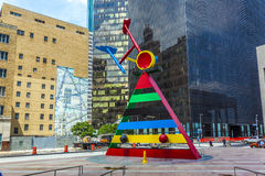 Skulptur-Persönlichkeit und Vögel vorbei Stockfoto