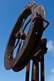 Skulptur: rostiges Eisenschiffsrad Stockfoto