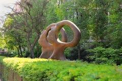 Skulptur`-sökande för insikt` av den brittiska skulptören Simon Gudgeon arkivbilder