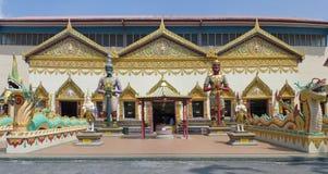 Skulptur am siamesischen Tempel Wat Chayamangkalaram stockfotografie