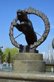 Skulptur som presenterar en cirkustiger Arkivfoto