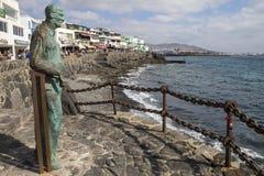 Skulptur som ut ser till havet på Playa Blanca Royaltyfria Bilder