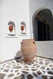 Skulptur und Landhaus auf Paros Insel Stockfoto