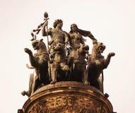 Skulptur upptill av den portalSemper operan Royaltyfri Foto