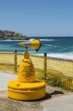 Skulptur vid havet i den Bondi stranden Royaltyfri Foto