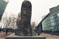Skulptur von Igor Mitoraj in der La-Verteidigung in Paris Lizenzfreies Stockfoto