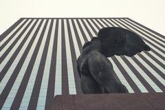 Skulptur von Igor Mitoraj in der La-Verteidigung in Paris Lizenzfreie Stockfotos