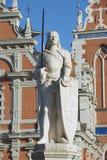 Skulptur von Roland am Rathaus-Quadrat in Riga, Lettland lizenzfreie stockbilder