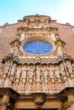 Skulptur von zwölf Heiligen auf der Kathedrale von Girona Stockfotos