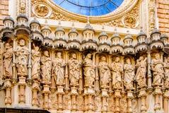 Skulptur von zwölf Heiligen auf der Kathedrale von Girona Stockfoto