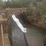 Skulptur-Wasserfall stockbilder