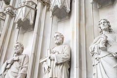 Skulptural sammansättning av den vita stenen Arkivfoto
