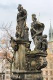Skulptural sammansättning på Charles Bridge: St Margaret Varv Arkivbilder