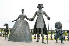 Skulptural sammansättning som kungliga personen går i Strelna Royaltyfri Bild