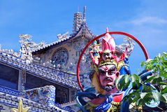 Skulpturalt fragment i buddistiskt komplex Fotografering för Bildbyråer
