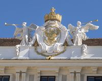 Skulpturdoppelköpfiger adler, Hofburg-Palast, Wien lizenzfreie stockfotografie