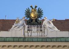 Skulpturdoppelköpfiger adler, Hofburg-Palast, Wien stockfotografie