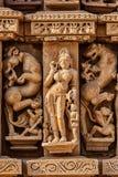 Skulpturen auf Jain Tempel Adinath, Khajuraho Lizenzfreie Stockbilder
