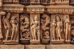 Skulpturen auf Jain Tempel Adinath, Khajuraho Stockbild