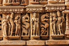 Skulpturen auf Jain Tempel Adinath, Khajuraho Stockfotos