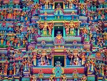 Skulpturen auf Kontrollturm des hinduistischen Tempels Stockbild