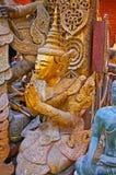 Skulpturen av att be den Nat guden, Mandalay, Myanmar royaltyfri foto