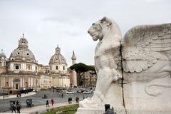 Skulpturen av lejonet är delen av altaret av hemland royaltyfria foton