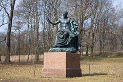 Skulpturen av Roman Emperor Nerves i Catherine Park, april dag Tsarskoye Selo Fotografering för Bildbyråer