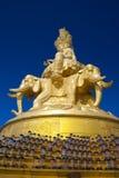 Skulpturen av Samantabhadra Budda på det Emei berget Royaltyfri Fotografi