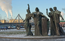 Skulpturen i Moskva kallar folk för kreativitet och arbete Arkivbilder