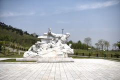 Skulpturen på fäderneslandbefrielsekriget spelar martyr kyrkogården Pyongyang DPRK - Nordkorea Royaltyfria Foton