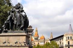 Skulpturen in Placa de Catalunya Lizenzfreies Stockfoto