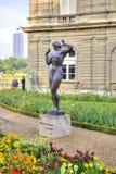 Skulpturen sind im Park des Luxemburg-Palastes Stockbild