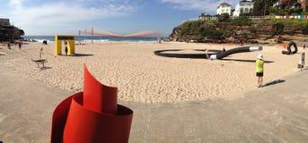 Skulpturen ungefähr, zum vorgestellte Skulptur durch das Meer zu sein Lizenzfreie Stockfotos