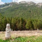 Skulpturen von alten Kazakhs im Urlaubsgebiet von Borovoye in Kasachstan Lizenzfreie Stockbilder